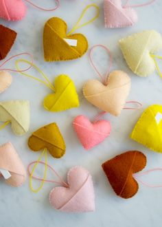 Valentine's Day - felt sweetheart charms diy / the purl bee Purl Bee, Valentine Day Crafts, Be My Valentine, Holiday Crafts, Heart Quilt Pattern, Craft Projects, Sewing Projects, Sewing Tutorials, Polka Dot Chair