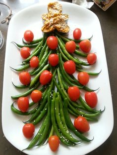 Fresh green bean & tomato Christmas Tree platter with hummus Angel! #FreshFestive