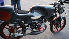 Moby competicion, chasis MBK, cárteres eurocilindro, kit motor Polini, encendido Ducati, variador utah (Polini), escape de competion. foto, Xavigan para Amoticos.org
