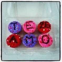Un buen desayuno lleno de alegrías! Un desayuno con #Cupcakes #SoSweet y un hermoso #TeAmo - Escríbenos o llámanos #PasteleriaSoSweet #Bogota #Cedritos 317 657 5271 (1) 625 1684 - Cra 11 No. 138 - 18. Síguenos también en www.Facebook.com/PasteleriaSoSweet Twitter: www.twitter.com/sosweetchef Pinterest: www.pinterest.com/sosweetcol e Instagram: www.instagram.com/pasteleriasosweet