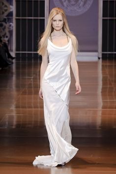 Pin for Later: Get Your Dress Fix With 100 of the Prettiest Autumn Looks Versace Fall 2014