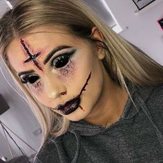 Looking for for ideas for your Halloween make-up? Browse around this website for creepy Halloween makeup looks. Creepy Halloween Makeup, Creepy Makeup, Fröhliches Halloween, Cute Halloween Makeup, Pretty Halloween, Scary Halloween Costumes, Voodoo Makeup, Scarecrow Makeup, Clown Makeup