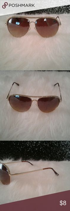 WOMEN DIAMOND SUNGLASSES SUNGLASSES  GOLD DIAMOND  WOMEN ONLY SERIOUS INQUIRIES PLEASE THANK YOU FOR LOOKING. Accessories