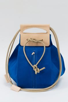 big canvas pop-up bag with leather handles / royal blue & nude