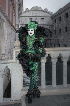 Die schönsten Bilder von Venedig.... Carnival Of Venice, Italy, Wreaths, Halloween, Photography, Decor, Venice, Pretty Pictures, Nice Asses