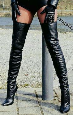 High Heel Sneakers, Thigh High Boots Heels, Hot High Heels, Heeled Boots, Thigh High Leather Boots, Leather Gloves, Crotch Boots, Botas Sexy, Leder Outfits