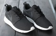 Gimme Gimme Gimme. Nike Roshe Run. #sneakers