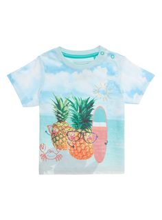 Add a cool twist to their summer style with this pineapple print T-shirt. This short-sleeved piece will pair well with shorts and a sun hat. Boys multicoloured pineapple print t-shirt Pineapple print Short sleeves Crew neckline ss16