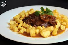 Osobuco de ternera: La receta original | Receta de Sergio Tapas Recipes, Steak Recipes, Italian Recipes, Healthy Recipes, Empanadas, Osso Buco Recipe, Broccoli, Healthy Snaks, Best Spanish Food