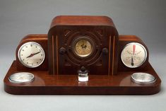 Unusual and rare Detrola 104 Art Deco Presentation Desk Set Radio in great original condition with beautiful inlaid wood details. Stately Radio with Gilbert Rohde for Herman Miller clock and barometer.