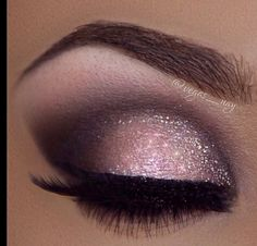 make up guide I love this pink smoky eye make up! Its gorgeous! make up glitter;make up brushes guide;make up samples; Pretty Eye Makeup, Love Makeup, Makeup Inspo, Makeup Inspiration, Awesome Makeup, Gorgeous Makeup, Makeup Geek, Gorgeous Eyes, Makeup Style