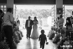Un matrimonio no solo es un pacto, es una promesa de amor eterno. #BlancoyNegro #Iglesia #Novia #FotógrafodeBodas #Wedding