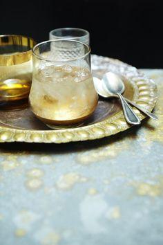 Porto e tônica branco | Receita Panelinha Instituição portuguesa, o vinho do porto é um ótimo digestivo... Mas ele pode virar um aperitivo incrível, caso do porto e tônica branco, que além de delicioso é super elegante.