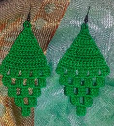 Brincos Brincos Learn the basics of how to needlecraft (generic term), starting at the very beginnin Crochet Earrings Pattern, Crochet Jewelry Patterns, Crochet Flower Patterns, Crochet Bracelet, Crochet Accessories, Crochet Motif, Crochet Flowers, Crochet Lace, Thread Crochet