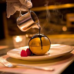 OMG, I could be eating gold! Bob Bob Ricard, Food Places, Black Tie, Fun Desserts, Great Recipes, Affair, Food To Make, Food And Drink, Make It Yourself
