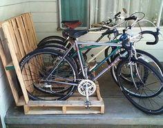fietsenrek gemaakt van pallets