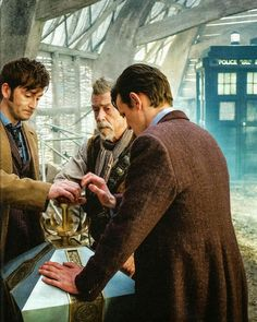 SCANS: On The Set Of Doctor Who - The Day Of The Doctor | DAVID TENNANT NEWS UPDATES