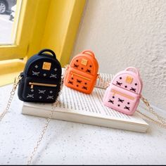 Designer Backpack Airpods Case with chain from Little luxe Fashion Elektroniken Airpods Backpack Case chain Designer Fashion luxe Iphone Phone Cases, Iphone Case Covers, Iphone 5c, Mini Things, Cool Things To Buy, Cute Ipod Cases, Accessoires Iphone, Earphone Case, Air Pods
