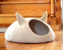 Pets bed / Cat bed - cat cave - cat house - eco-friendly handmade felted wool cat bed - natural white