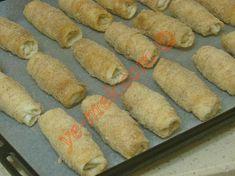 Hazır Yufkadan Peynirli Kruvasan Börek Tarifi Yapılış Aşaması 11/16 Hot Dog Buns, Sausage, Bread, Cheese, Food, Sausages, Brot, Essen, Eten