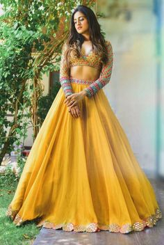 Indian Dresses For Women, Indian Gowns Dresses, Indian Bridal Outfits, Indian Fashion Dresses, Dress Indian Style, Indian Designer Outfits, Designer Dresses, Indian Wedding Dresses, Indian Outfits Modern