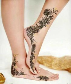 Explore latest Mehndi Designs images in 2019 on Happy Shappy. Mehendi design is also known as the heena design or henna patterns worldwide. We are here with the best mehndi designs images from worldwide. Henna Tattoo Designs, Henna Tattoos, Paisley Tattoos, Mandala Tattoo Design, Mehndi Tattoo, Tattoo Designs For Girls, Foot Tattoos, Tattoo Girls, Henna Designs Feet
