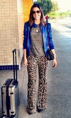 Look: Camila Coutinho - Flare de Onça Animal Print Outfits, Animal Print Fashion, Pattern Mixing Outfits, Colored Pants Outfits, Chic Outfits, Fashion Outfits, Girls Wardrobe, Love Her Style, Everyday Outfits