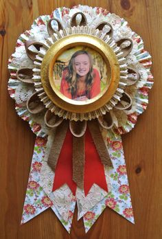 Portrait Prize Ribbon Rosette- This would be cute for my picture wall