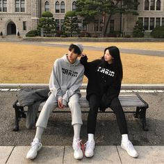 Hunnam hunnyeo🌱 Req pict hunnam or hunyeo,vsco tutorial ala hunnam hunyeo,good food comment and vote. Boy Best Friend Pictures, Boy And Girl Best Friends, Cute Couple Pictures, Couple Pics, Mode Ulzzang, Ulzzang Korea, Ulzzang Girl, Matching Couple Outfits, Matching Couples