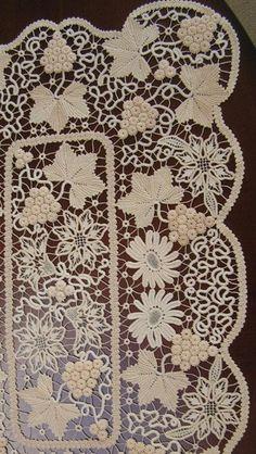 Romanian Point Lace Table Matt Pattern In the Vineyard Crochet Flower Tutorial, Crochet Doily Patterns, Needlepoint Patterns, Crochet Doilies, Crochet Hook Sizes, Thread Crochet, Crochet Hooks, Romanian Lace, Bobbin Lacemaking