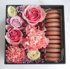 Macaron Packaging, Flower Packaging, Flower Box Gift, Flower Boxes, Market Day Ideas, Easy Crafts To Sell, Indian Wedding Favors, Sweet Box, Diy Mothers Day Gifts