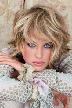 Blonde-Short-Haircuts-for-Wavy-Thick-Hair