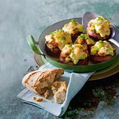 Gefüllte Raclette-Champignons  – wieso im Pfännchen, wenns auch im Pilz geht? Käse und große Pilze sind eh eine wunderbare Kombination! DasKochrezept.de #raclette #fondue #rezepte #daskochrezept Food Porn, Grill Party, Baked Potato, Potato Salad, Cauliflower, Grilling, Baking, Vegetables, Ethnic Recipes