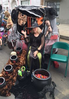 Trunk or treating- the witch's clothesline! Halloween Classroom Decorations, Halloween Crafts For Kids, Halloween Items, Holidays Halloween, Halloween Treats, Vintage Halloween, Halloween Party, Spooky Halloween, Halloween 2017