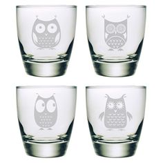 Perfect for relaxing on your settee while enjoying a classic cocktail, this playful double old fashioned glass features a sand-etched owl design.