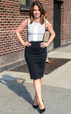 Tina Fey looks super chic in black and white. #fashion