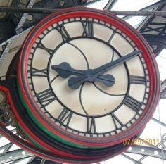 CLOCK IN LONDON TRAIN STATION