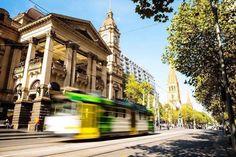 いいね!6,931件、コメント25件 ― Melbourneさん(@visitmelbourne)のInstagramアカウント: 「Tram life. And the iconic Melbourne Town Hall, one of the city's oldest architectural landmarks.…」
