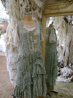 One of the highlights of my trips to Warrenton & Round Top for Antiques Week was visiting the Magnolia Pearl booth at Marberger Farms. Ropa Shabby Chic, Boho Chic, Hippie Chic, Gypsy Style, Boho Gypsy, Bohemian Style, Hippie Style, Magnolia Pearl, Moda Vintage