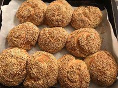 ΜΕ ΑΛΛΑΝΤΙΚΑ ΚΑΙ ΤΥΡΙ Muffin, Cooking Recipes, Breakfast, Bread, Breakfast Cafe, Muffins, Cooker Recipes, Recipies