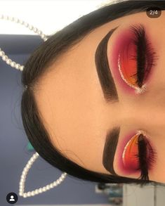 Eye makeup can complement your natural beauty and also help to make you look amazing. Learn the best way to apply makeup so that you are able to show off your eyes and stand out. Uncover the most effective ideas for applying make-up to your eyes. Makeup Eye Looks, Cute Makeup, Pretty Makeup, Skin Makeup, Eyeshadow Makeup, Makeup Brushes, Eyelashes Makeup, Eyeshadow Palette, Eyeshadows