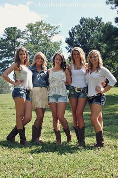 Risultati immagini per country concert outfit Cute Country Girl, Real Country Girls, Country Girls Outfits, Girl Outfits, Cute Outfits, Concert Outfit Winter, Country Concert Outfit, Country Concerts, Concert Outfits
