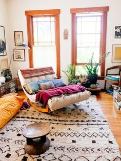 My sister lives upstairs from Shayne Blue, a family friend and talented interior designer. While visiting there last week I stopped by Shayne's place and became instantly smitten with her eclectic col