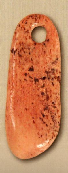 Çatalhöyük,Kemik pandantif, Konya Arkeoloji Müzesi, James Mellaart (Erdinç Bakla archive)