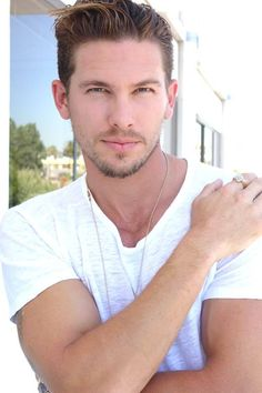 Actor Adam Senn looks fresh and relaxed, sporting jeans and a basic cotton tee. #menstyle