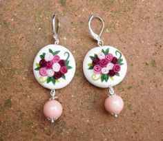 Earrings with fuchsia pink and burgundy roses and pink pearl in polymer clay handmade - Orecchini con rose rosa fuxia e bordeaux e perlina rosa in fimo fatto a mano