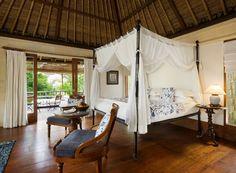インドネシアのバリ・リゾートでみるようなベッドルームのデコレーションアイディア。