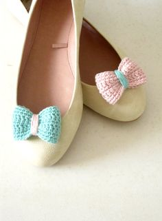 Opposites attract Crochet bow shoe clips Mint green and by sidirom, $16.00