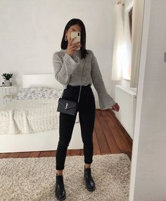 beautiful autumn outfits - Find the most beautiful outfits for your autumn look. beautiful autumn outfits - Find the most beautiful outfits for your autumn look. Cute Casual Outfits, Casual Winter Outfits, Stylish Outfits, Casual Outfits For School, Outfits For Girls, Winter Night Outfit, Winter Outfits Tumblr, Spring Outfits For School, Cute Work Outfits
