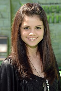 Pin for Later: Celebrate Selena Gomez's Birthday With a Look Back at Her Stunning Evolution May 2007 A fresh-faced Selena attended the LA premiere of Shrek the Third. Alex Russo, Look At Her Now, Hair Evolution, Beauty Makeover, Rock Hairstyles, Lob Haircut, Marie Gomez, Celebs, Celebrities